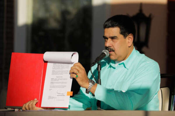 Maduro Will Wish Merry Christmas to Venezuelans Sending 0.5 Petro