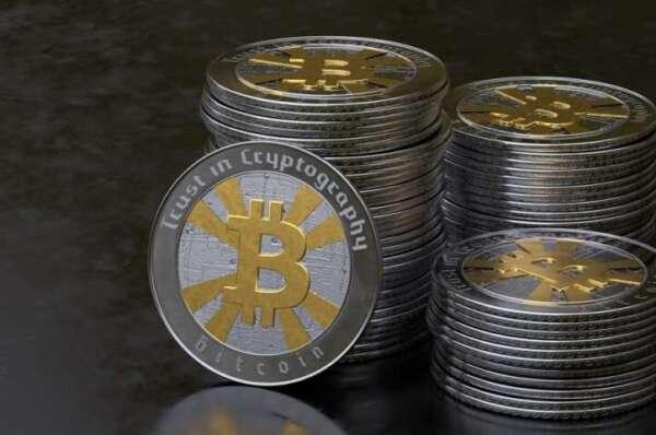 Bitcoin briefly slips under $9k; triggers liquidations worth $11M