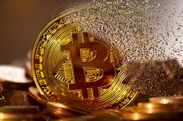 Bitcoin slips into the negative zone as TRX, DCR follow the pied piper