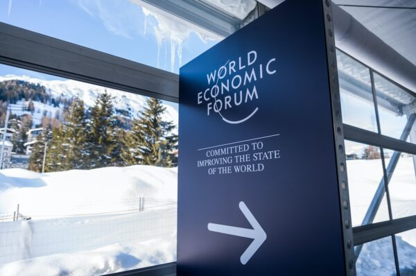 Colombia, Deloitte, ConsenSys Sign On to WEF's 'Blockchain Bill of Rights'